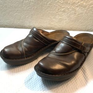 """Naot brown  leather rubber soul 2"""" mules"""